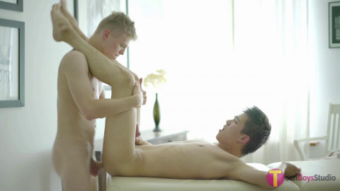 This great twink massage goes the right way Alexandre Lee, Lucho Cordell (2017)