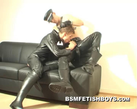 Str8 Cash-Boy in leather receives fellatio for XL-dick (Part A)