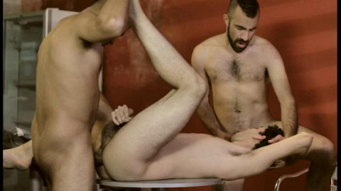 Bareback sex-starved youthful dude