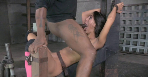 Lyla Gags On 10 Inch B B C While Bound To Fucking Machine