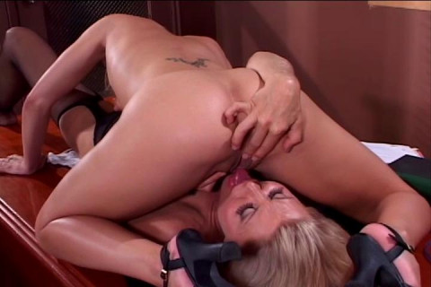 [Coast to Coast] Older women and younger women vol3 Scene #3