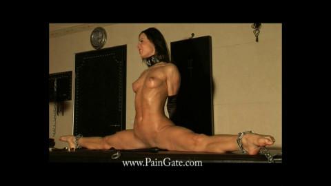 Ultra Spanking Prison - Do the splits