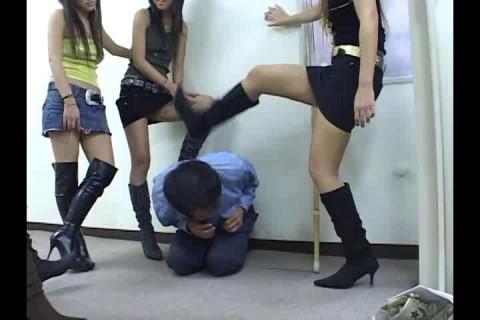 5 Girl Gang Beatdown