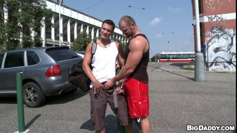 Body Buildling Public Raw Sex: Peter and Tom Flip-Fuck