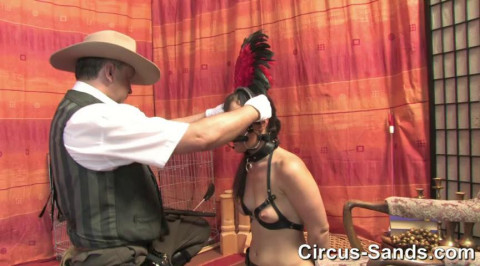 Riding ponygirl Yvette Costeau