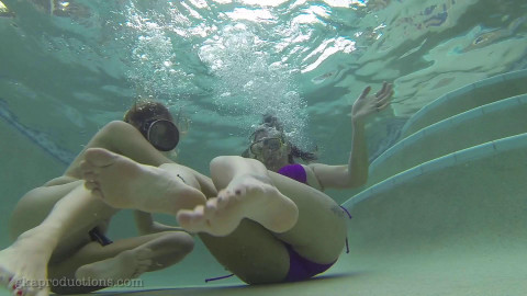 HD Bdsm Sex Videos Underwater Tickle Fun With Nikki Brooks Vanessa Rain