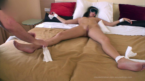 Lola Fastened Blindfolded Fully Widen - HD 720p