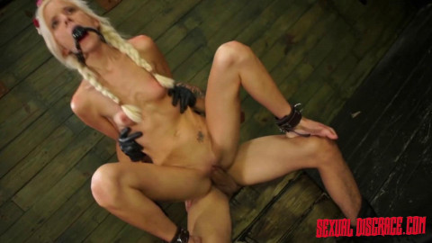 Halle Von Sexual Disgrace Hollering Hippy (25 Feb 2015)