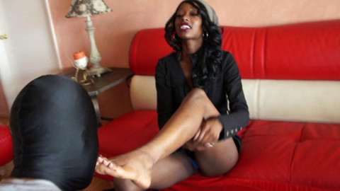 Ebony jerked his dick with sexy feet