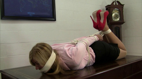Dakkota & Elizabeth Andrews - Executive Has The Tables Turned On Her