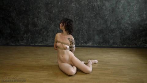 Yana - box tie poses