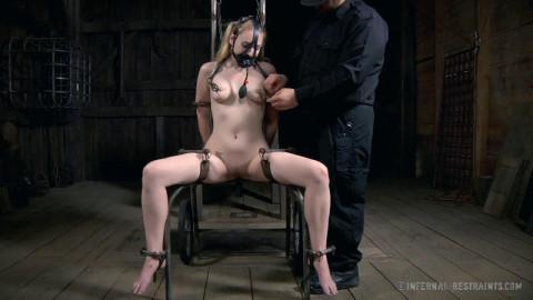 IR - Sexy Shove Her - Blond Cutie Delirious Hunter