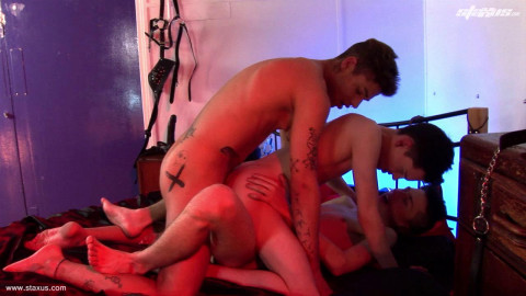 Young Fuckers Give Aaron Aurora A Double Penetration Treat
