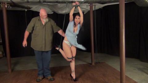 Raven Eve: On One Leg