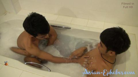 AE 051 Nui & Beeh washroom play FHD