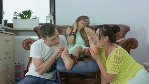 HD Bdsm Sex Videos Larisa Tickling And licking Duo