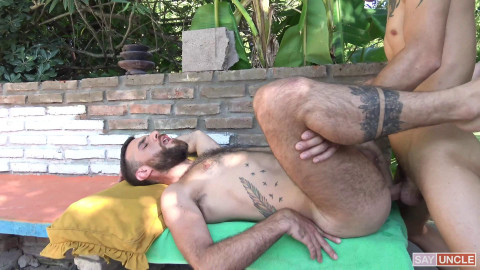 LatinLeche - Numero 149 - Relaxing By The Pool Rodri and Nacho