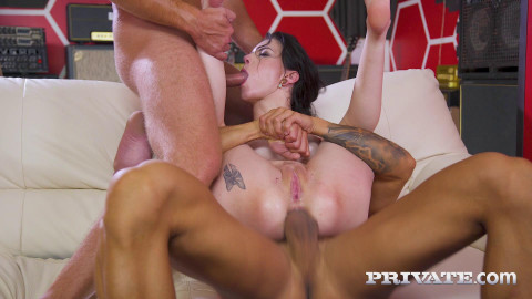 Dirty Slut Anna De Ville Enjoys Threesome With DP