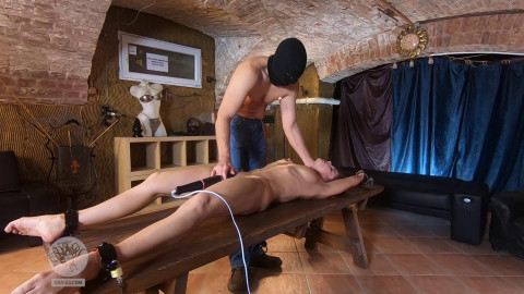 Hot Slave Renata Gets Tortures & Flagellation