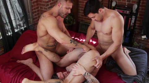 Bodybuilders Threesome Fuck