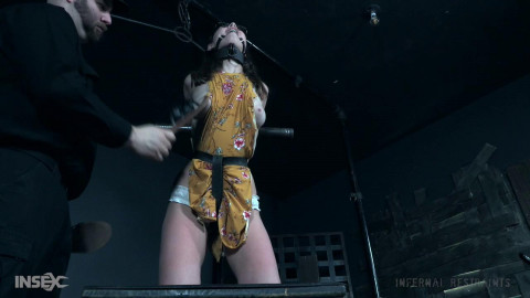 Teen gal receives her 1st smack of device tying!