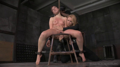 Realtimebondage - Feb 03, 2015- Sexy MILF Syren De Mer - shackled down