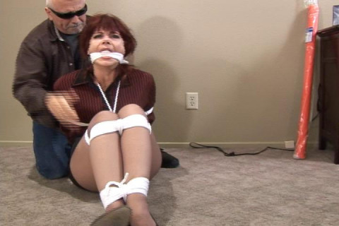 Manell-MILF manhandled and tied up tight
