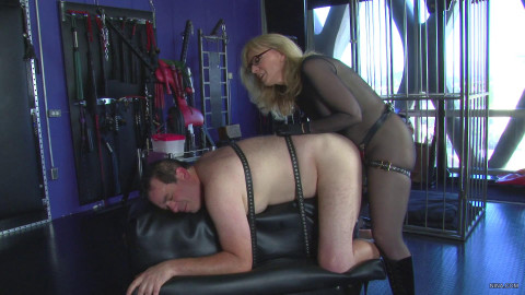 Nina Hartley and the Strapping Man - Full HD 1080p