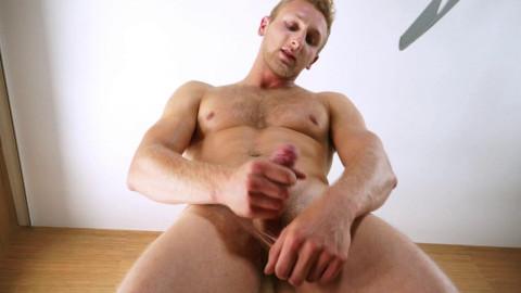 Bisexual Hunk Jamie Pavel Strokes his dick for u