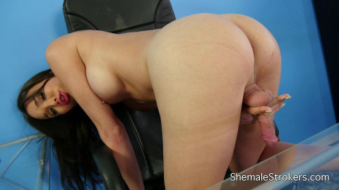 Jonelle Brooks Gorgeous Trans Girl Shows Off Her Amazing Assets (2015)