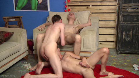 Fuck Heroes - Twinks go for a Wild Threesome