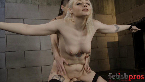 Arielle Sybian Slave