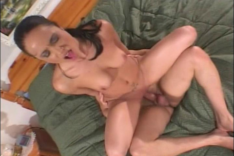 Cute Amateur Shows off Sexual Side