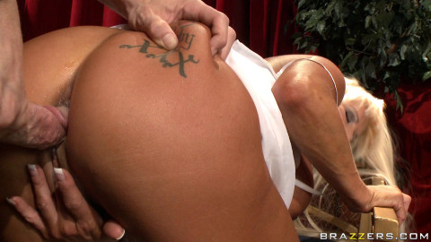 Hot Blonde Milf Is Pleased To Find Out That He Will Be Performing
