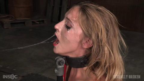 Smoking hot blonde Mona