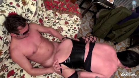 Alt Italian swinger craves a kinky anal session with a happy facial ending