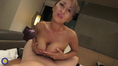 Rena Fukiishi (41) - Japanese business lady fucking in a hotelroom