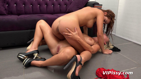 Naomi and Nicole Vice - CouchSurfing(Aug 2015)