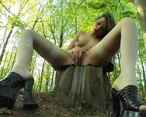 Jizzing her hot feet