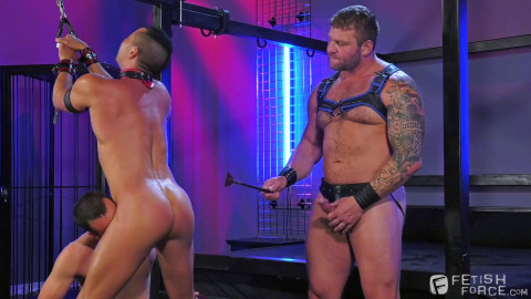 Fetish Threesome With Muscle Men