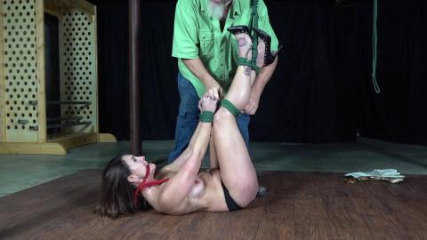 Carissa Dumond: Sexy Shapely Legs