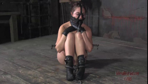 The muzzle has a plug in it that can be removed for access to the mouth hole