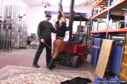 But a spanking isnt enough...so he uses his flogger and his crop