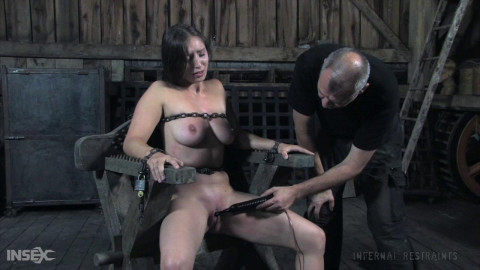 Dee - Restraint bondage Pig Part ASS TO MOUTH