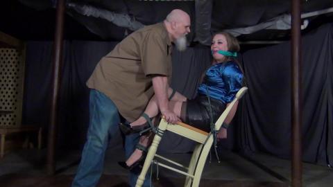 Presley Jane: Broke my Chair