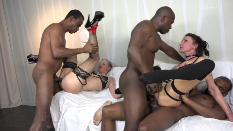 Sexy Mia Wallace & Lyna Cypher In Interracial Gangbang With DP