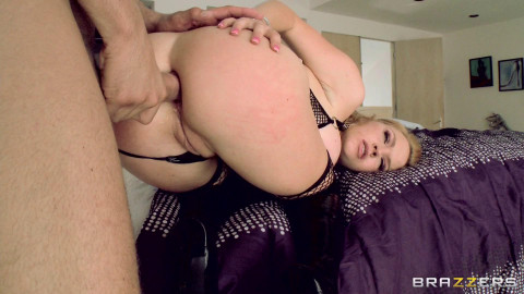 Naughty Girl Wont Leave Until He Pounds Her Asshole