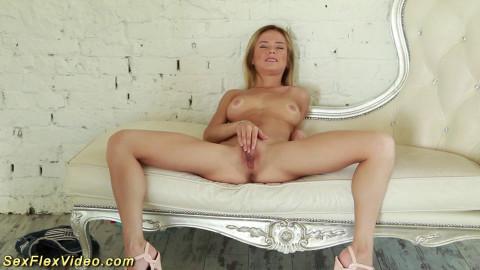 Sexy Chick Seems Boneless