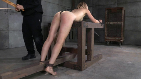 Dominant Mona Wales Learns Her Place