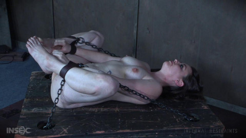 Hot Wench Spun and Spanked on a Spit